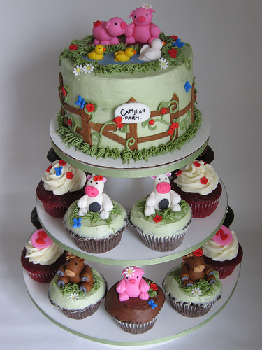 Farm Animal Cake and Cupcakes from Flickr