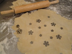 flower-cutouts-in-crust