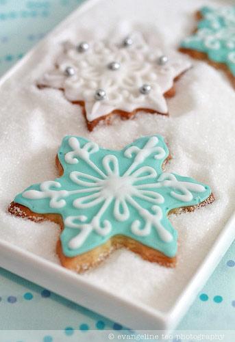 decorated-snowflake-cookies
