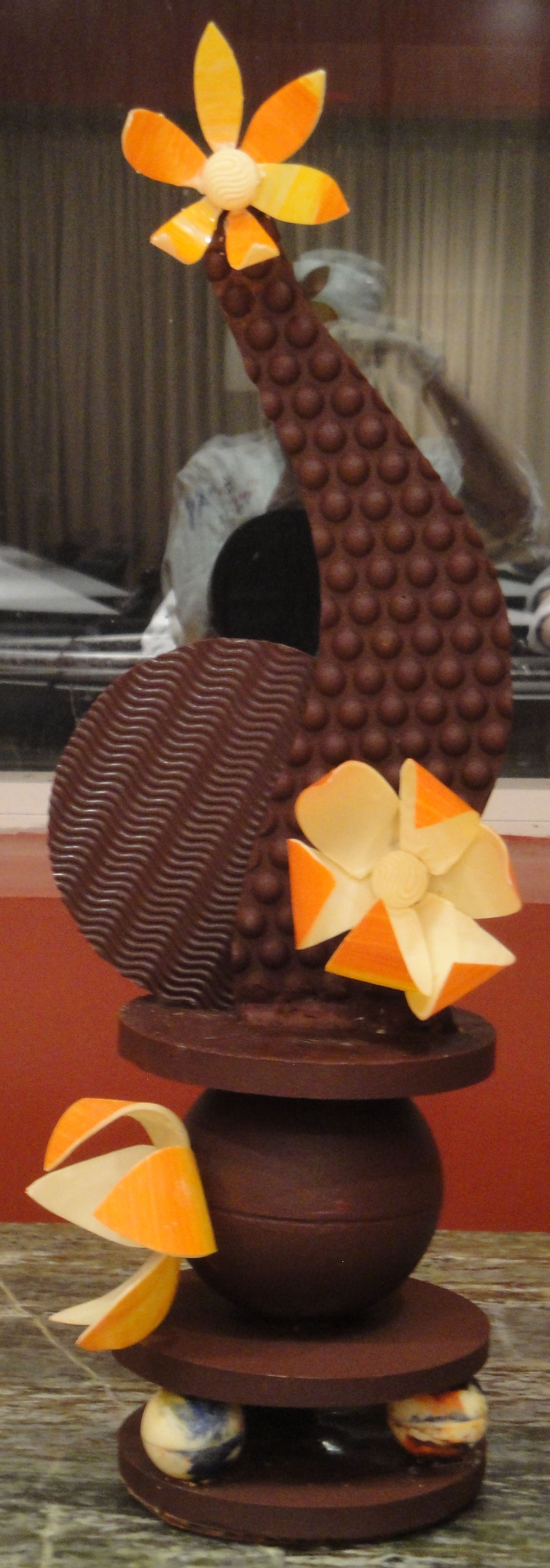Lessons 83 86 our chocolate showpieces dessert o licious for Showpiece from waste material